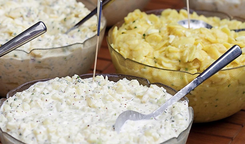 Der Kartoffelsalat für den Ehemann war...atz zu den hier abgebildeten Salaten.   | Foto: Friso Gentsch (dpa)