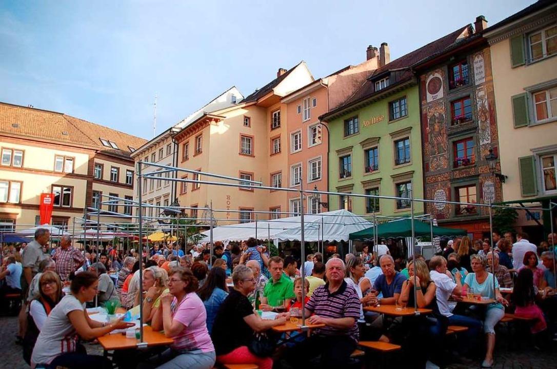 Vielseitiges Programm: Das Brückenfest...m Münsterplatz in Bad Säckingen statt.  | Foto: Hildegard Siebold