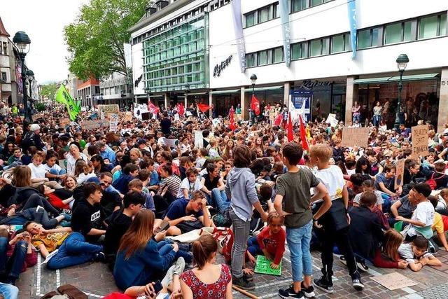 Rund 10.000 junge Menschen aus Südbaden demonstrieren bei Fridays for Future in Freiburg