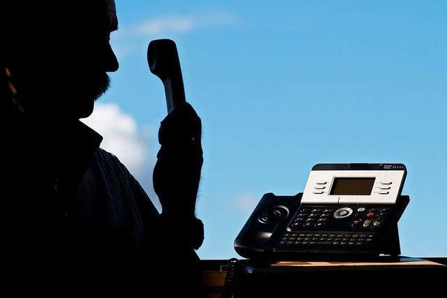 Unbekannte geben sich in Freiburg am Telefon als Polizisten aus und warnen vor Einbrüchen