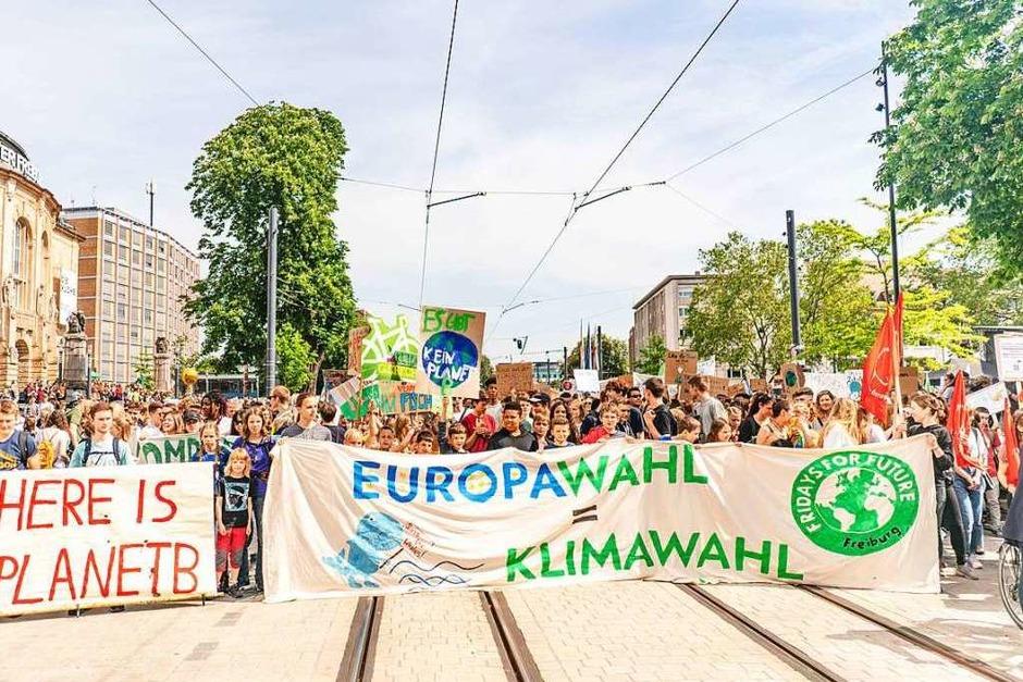 Streik für den Klimaschutz – bei Fridays for Future in Freiburg demonstrierten am Freitag rund 10.000 Menschen. (Foto: Fabio Smitka)
