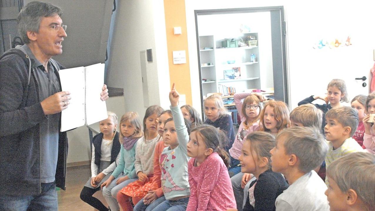 Viel Spaß hatten die Schüler der Grund...n gelungener Beitrag zur Leseförderung    Foto: Karin Stöckl-Steinebrunner