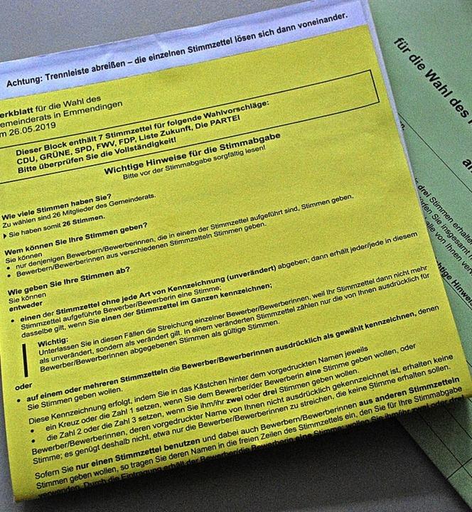 Einen dicken Stoß Papier erhielten die Emmendinger Wahlberechtigten.    Foto: Sylvia-Karina Jahn