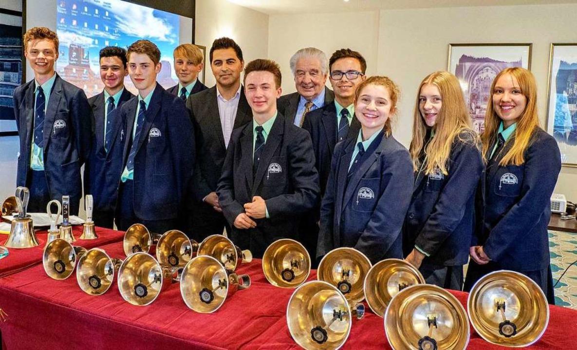Bishops' Handbell Ringers  aus Chester unter Leitung von Derek Jackson  | Foto: Barry Ingram
