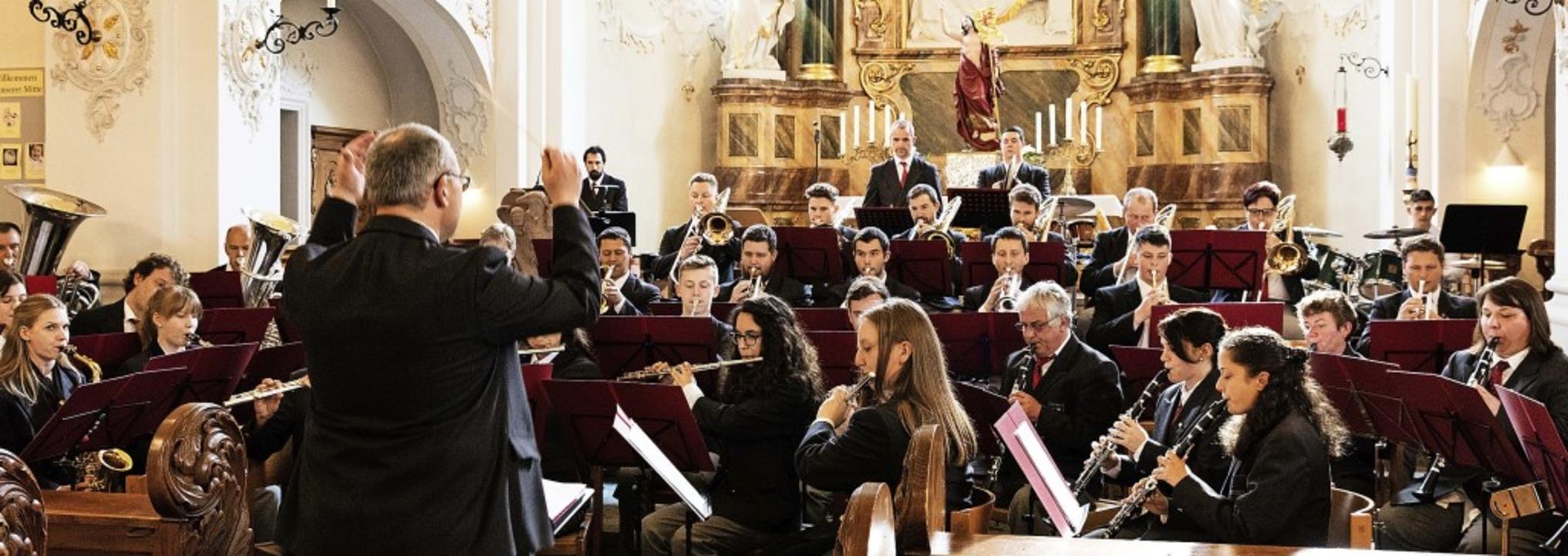 Unter Leitung von Michael Schätzle prä...u ein eindrucksvolles Kirchenkonzert.   | Foto: Gabriele Zahn
