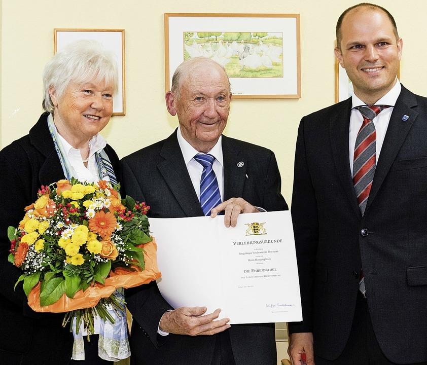 Oberbürgermeister Roman Götzmann (rech...Mit auf dem Bild Ehefrau Hedwig Kury.   | Foto: Gabriele Zahn