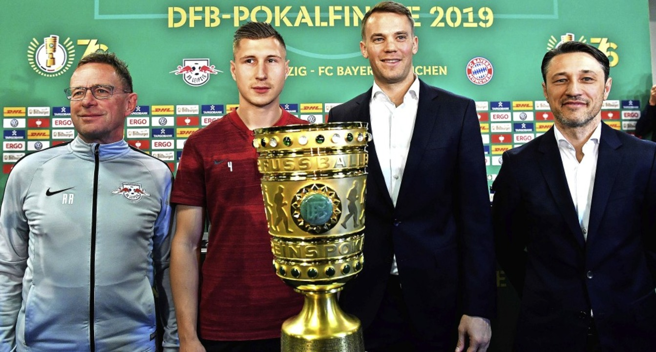 Prickelndes Duell Um Die Pokal Trophae Fussball Badische