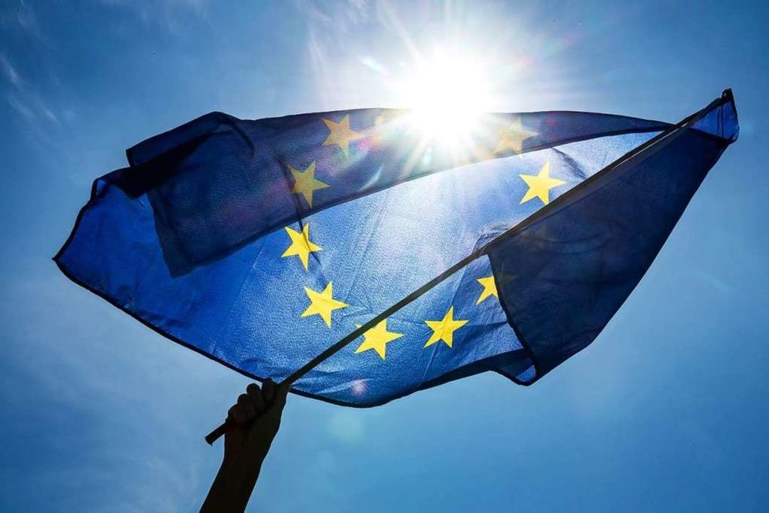 Es gilt, die Flagge Europas hochzuhalten.   | Foto: Sina Schuldt (dpa)