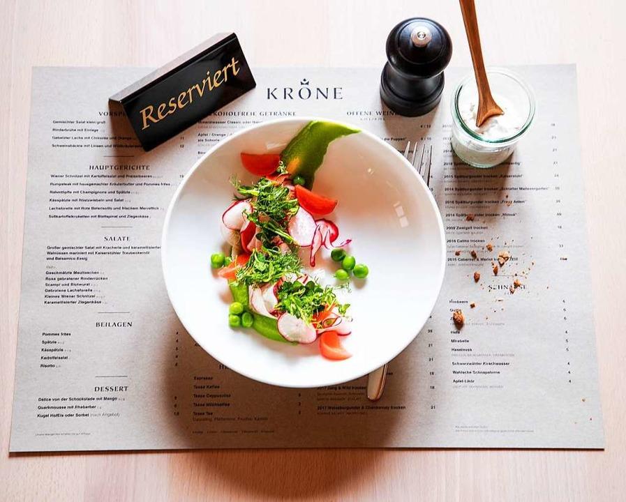 Salat von Rettichen mit frischen Erbsen und Kresse  | Foto: Michael Wissing