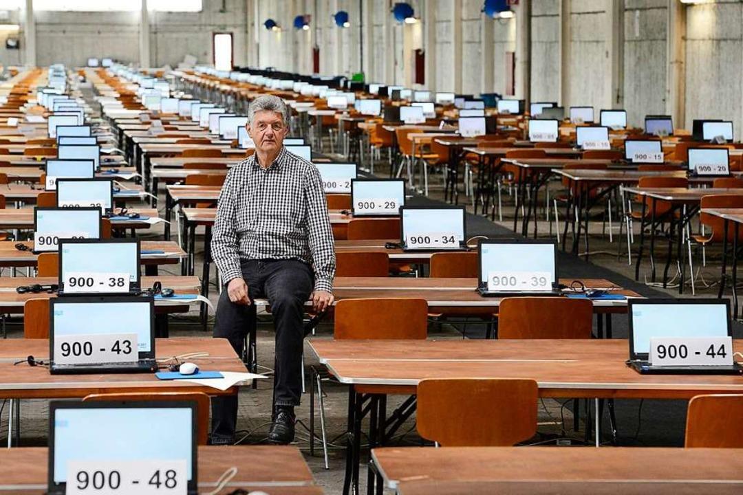 Geschafft: Rund  300 Laptops auf den 6...die Auszählung der Wahlen vorbereitet.  | Foto: Ingo Schneider