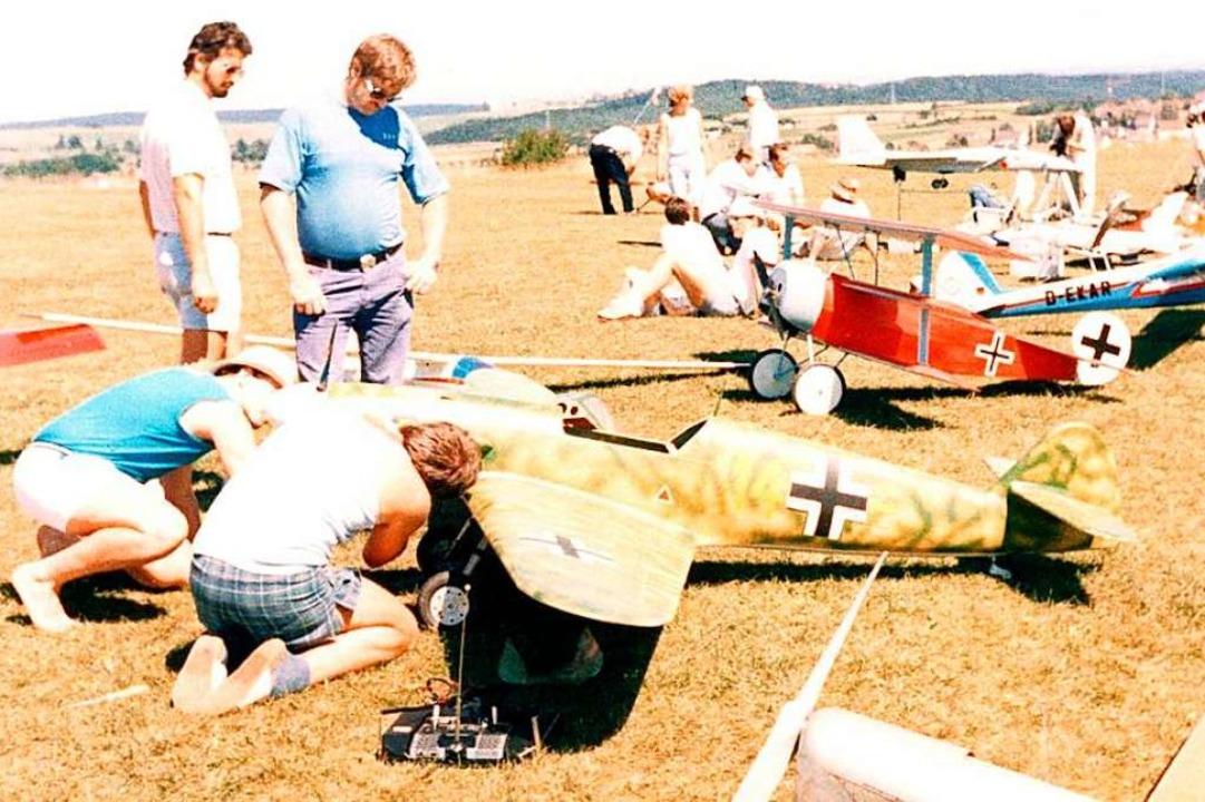 Die Modellflug-Gruppe Schopfheim blick... den Flugbetrieb in den 1980er-Jahren.  | Foto: Heiner Fabry