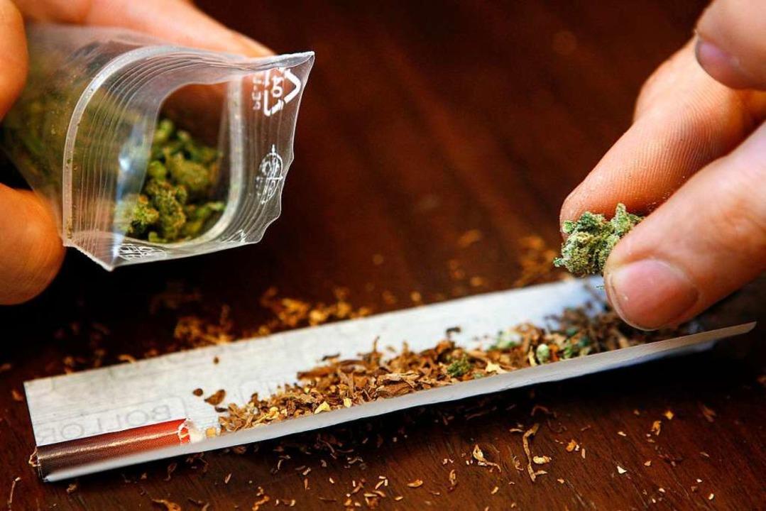 Der Angeklagte hat Cannabis-Konsum eingeräumt.  | Foto: Daniel Karmann