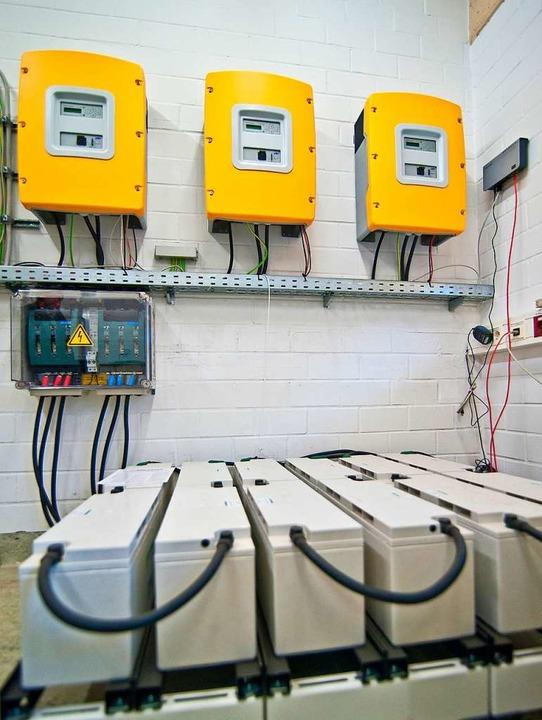 Mit einem Speicher bleibt nicht direkt genutzter Solarstrom verfügbar.  | Foto: Dominique Leppin
