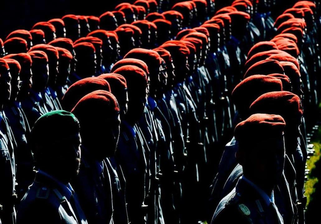 Rekruten der Bundeswehr: Sie dürfen nicht in Schulen angeworben werden  | Foto: Martin Schutt