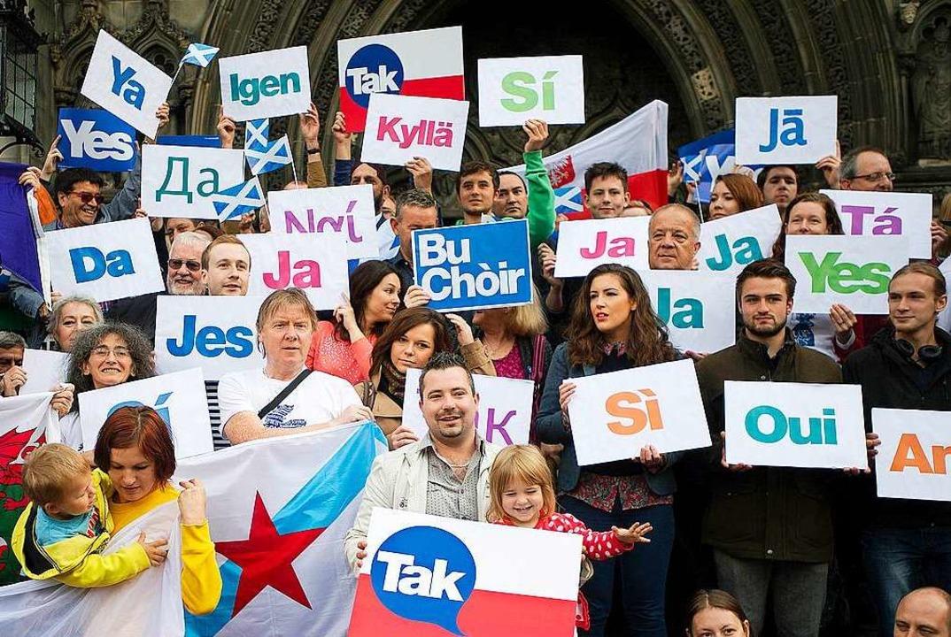 Viele Sprachen, eine Botschaft:  Vor d...er Ja – zu einem einigen Europa.  | Foto: LESLEY MARTIN