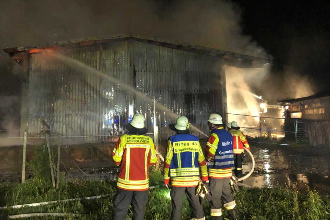 Die Feuerwehr konnte das Gebäude nicht mehr retten.  | Foto: Feuerwehr Herbolzheim