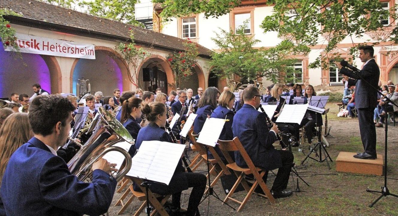 Das erfrischende Sommerprogramm des Ha... illuminierten Schlosshof kam  gut an.    Foto: Sabine Model