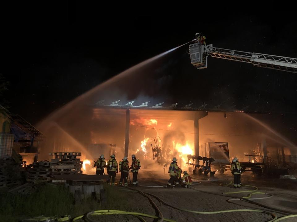Die Halle brannte komplett ab.  | Foto: Feuerwehr Herbolzheim