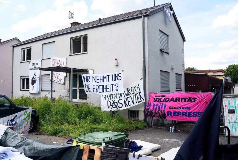 Das besetzte Gebäude an der Fehrenbachallee  | Foto: Thomas Kunz