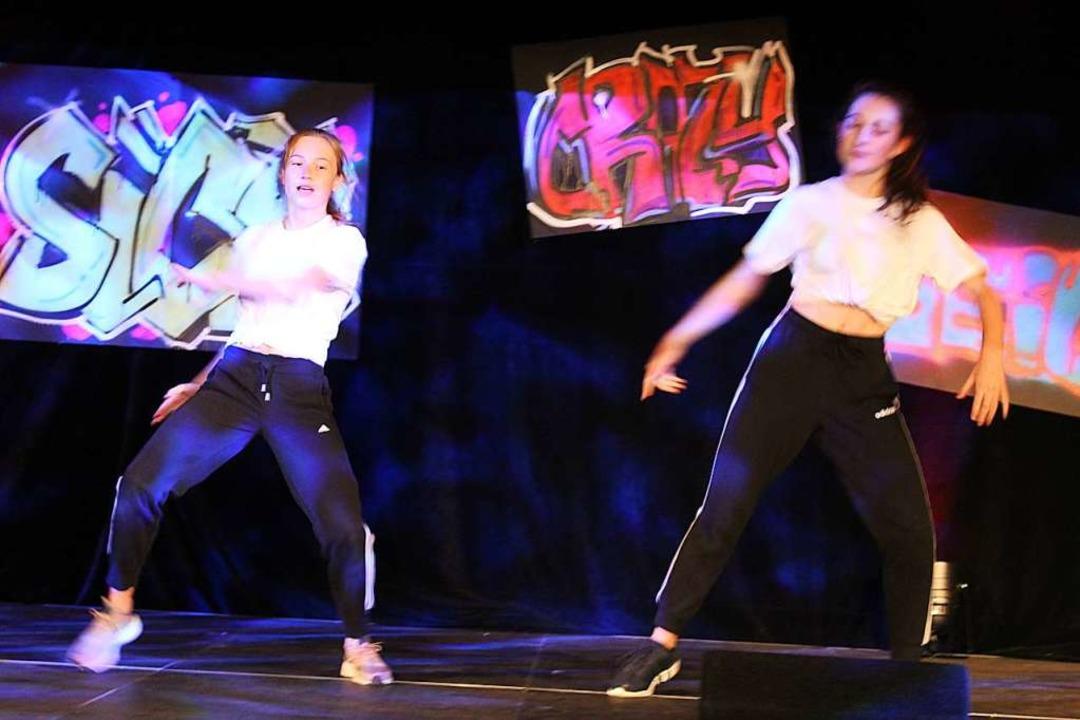 Exzellente Körperbeherrschung und fulm...horeografie boten die Hip-Hop-Nummern.  | Foto: Erich Krieger