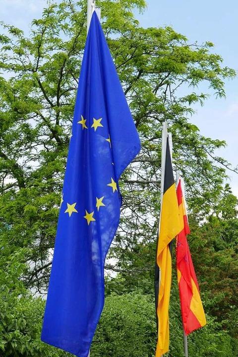 Drei Wahlen beflaggt: Europa, Kreis, Stadt Staufen    Foto: Hans-Peter Müller