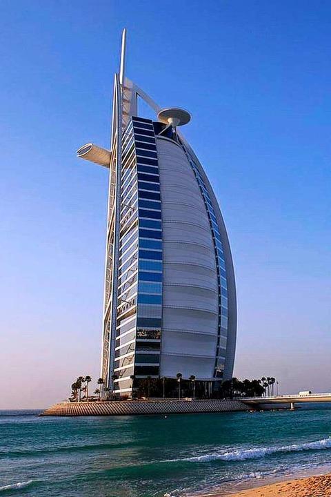 Luxushotel und Wahrzeichen: das Burj al Arab    Foto: Dubai Corporation of Tourism & Commerce Marketing