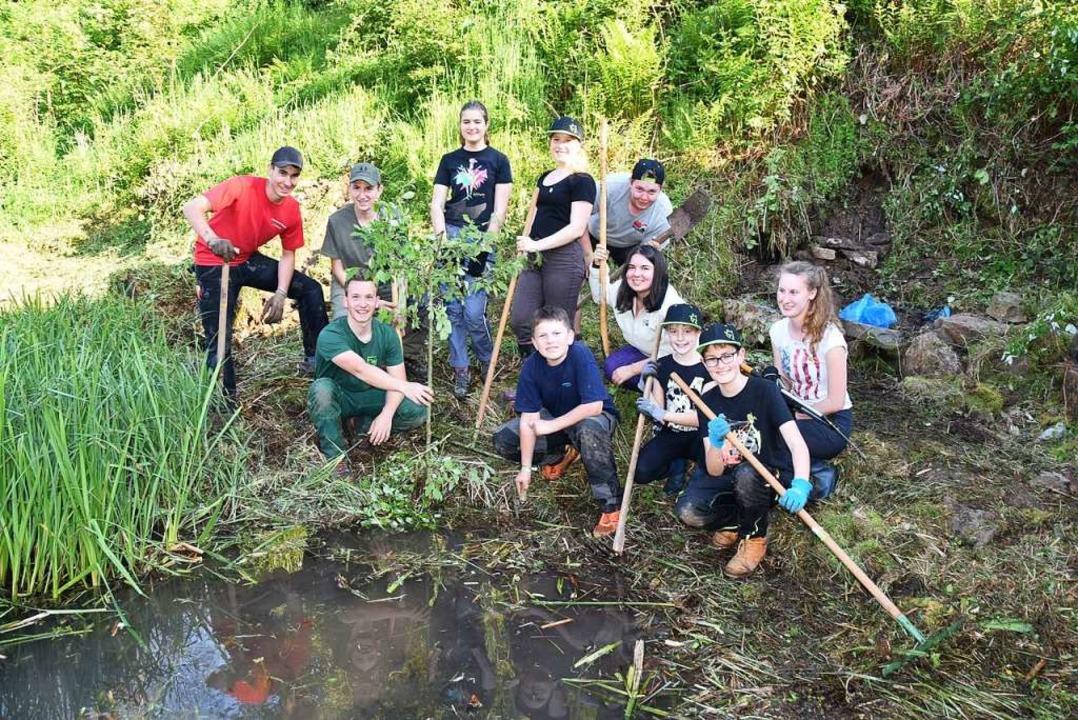 Die Ministranten in St. Ulrich haben  einen Teich saniert  | Foto: Andrea Gallien