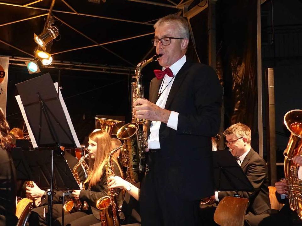 Der Holzhauser Musikvereinsvorsitzende...nn zeichnete sich auch als Solist aus.  | Foto: Claudia Bachmann-Goronzy