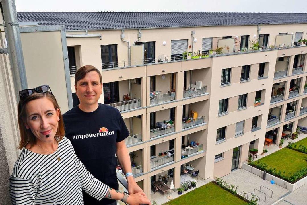 Alena und Ronny Kutschera fühlen sich wohl in ihrer neuen Wohnung im Uni-Carré.   | Foto: Michael Bamberger