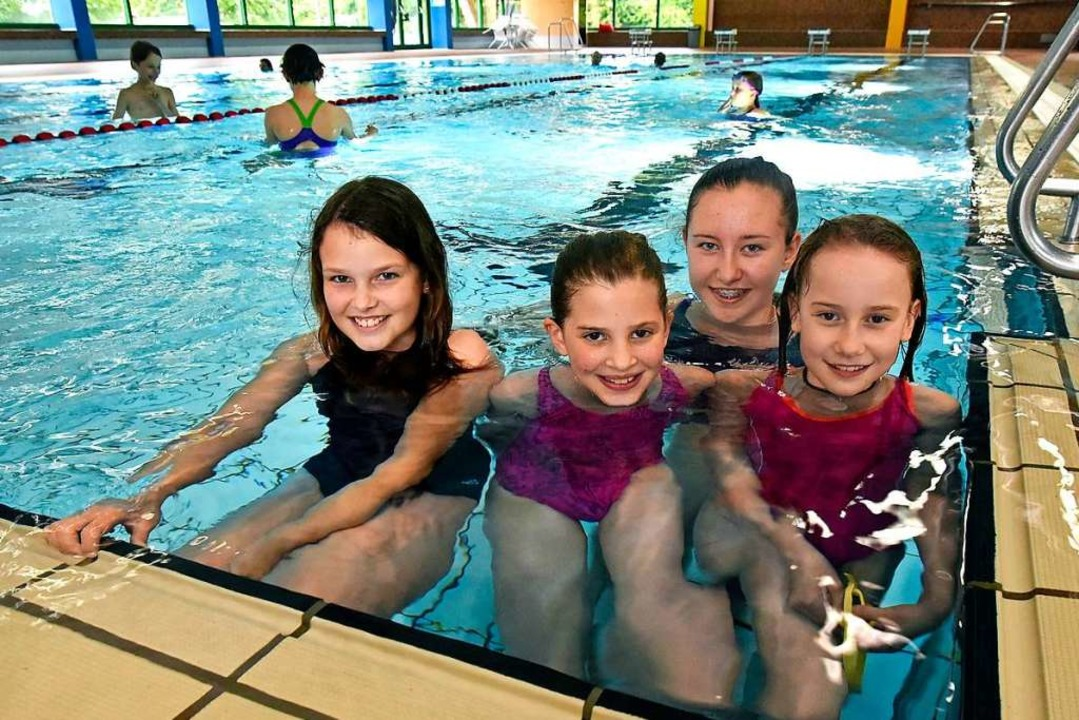 Fühlen sich im Wasser und auch speziel...annah (10), Chiara (13) und Leni (10).  | Foto: Michael Bamberger
