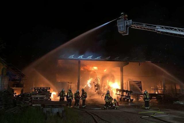 Nach dem Scheunenbrand bei Herbolzheim sucht die Polizei Zeugen