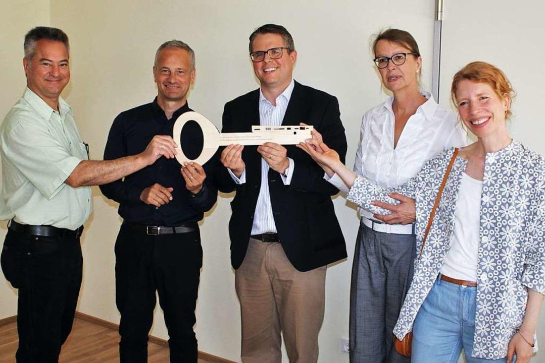 Selbsverständlich gab es auch einen sy... und Bauamtsleiterin Sabine Schneider.  | Foto: Rolf Reißmann