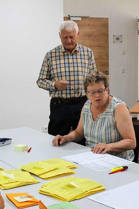 Als Wahlleiter fungierte in Eimeldinge...riebolin für den Kreistag kandidierte.    Foto: Victoria Langelott
