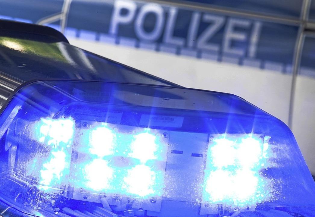 Um 5.30 Uhr wurde die Polizei alarmiert.  | Foto: Friso Gentsch (dpa)