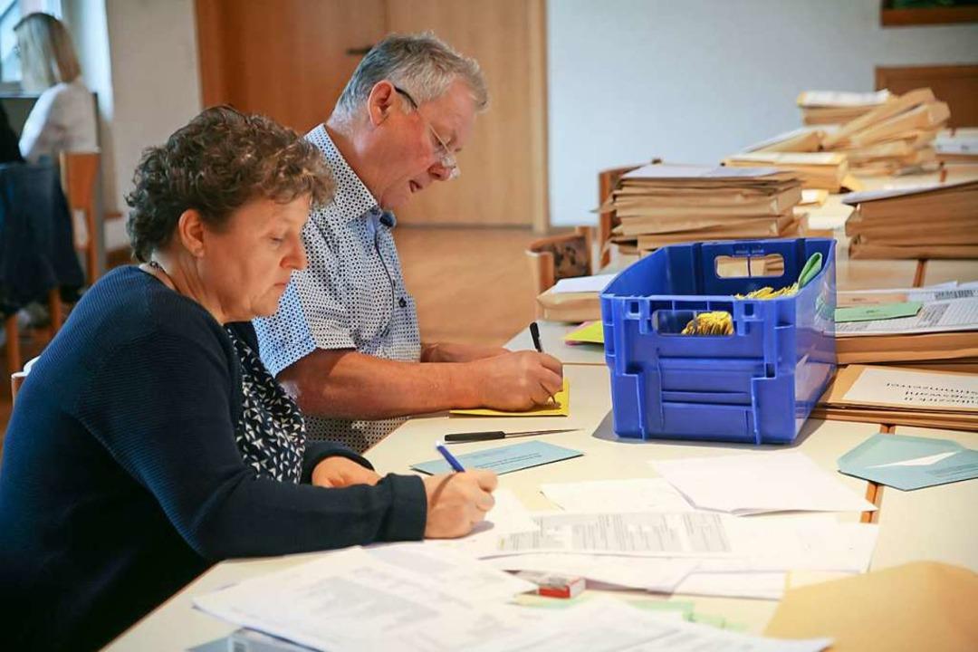 Der zweite Tag des Wahlmarathons: Endi...m Montag Wahlunterlagen im Bürgerhaus.  | Foto: Martin Wendel