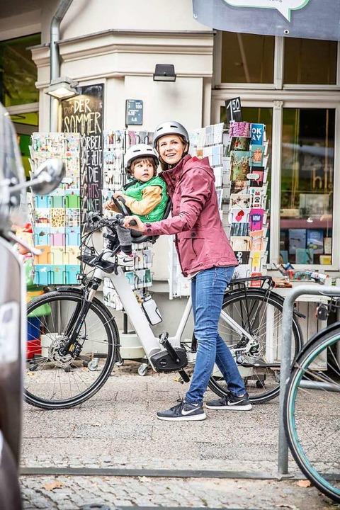 Manche Kindersitze lassen sich am Fahr...rum, kann das Lenken schwierig werden.  | Foto: www.brose-ebike.com (dpa)