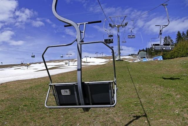 Gespräche über das Skigebiet laufen