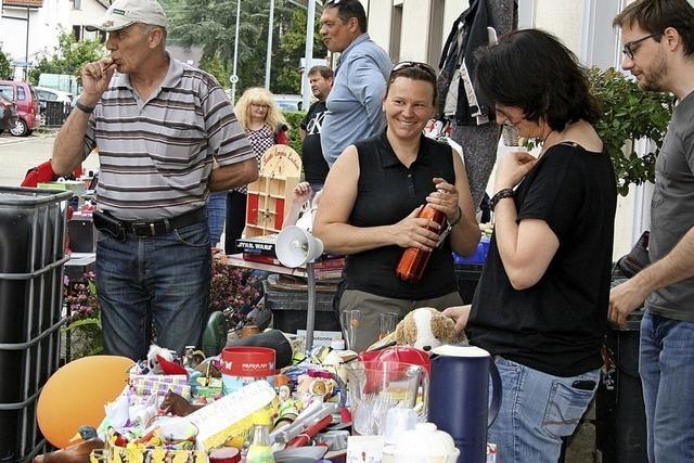 Fröhlicher Handel in den Gassen Höllsteins