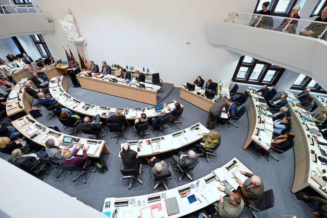 Im Ratssaal wird künftig wohl ein rauerer Ton herrschen.  | Foto: Ingo Schneider