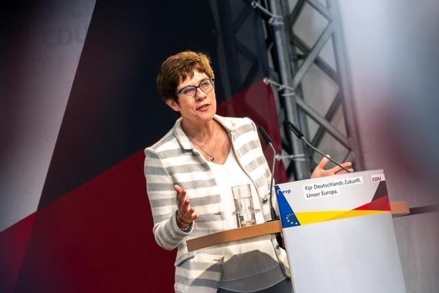 Debatte um Meinungsmache im Netz zeigt Überforderung der CDU-Chefin