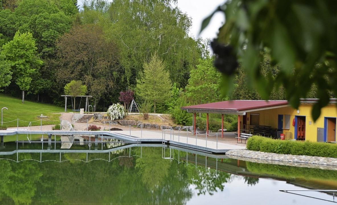 Idyllische Lage und chemiefreies Wasse...inger Naturerlebnisbad  immer gut an.     Foto: Kathrin Blum