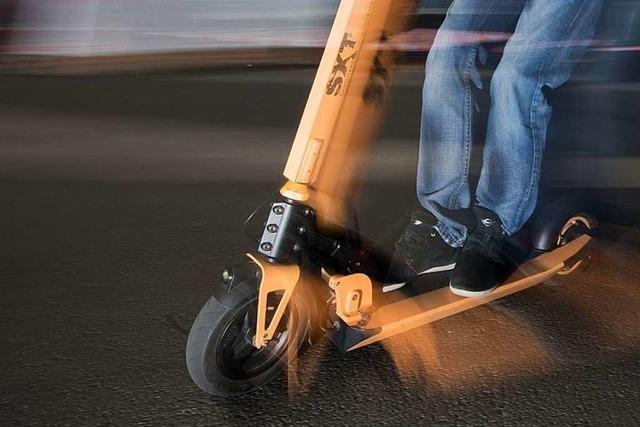 Zwölfjähriger E-Rollerfahrer von Auto erfasst und mitgeschleift