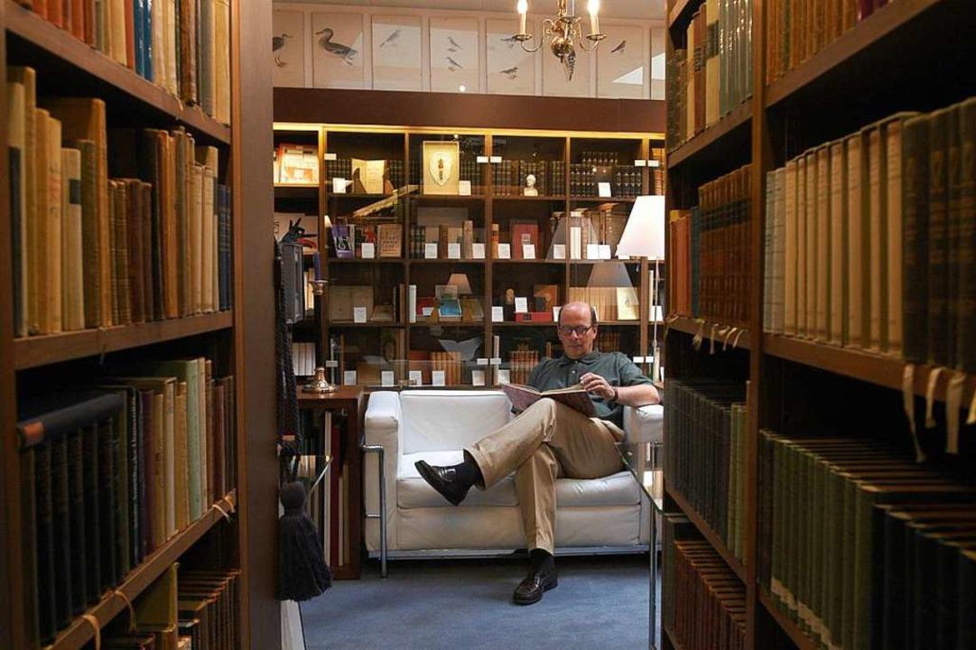 Thomas Bader 2003 in seiner Buchhandlung Er starb 2014.  | Foto: Ingo Schneider