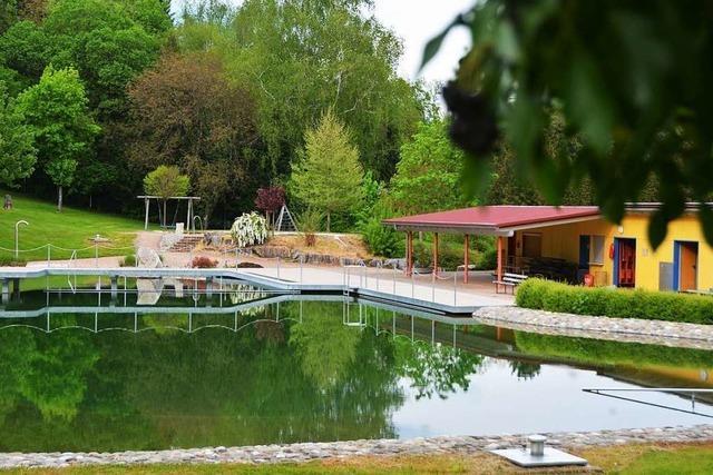 Bademeister verzweifelt gesucht: Muss beliebtes Naturbad schließen?