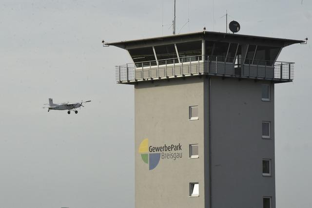 Fluglärmgegner befürchten mehr Lärm am Gewerbepark Breisgau – Belege fehlen aber