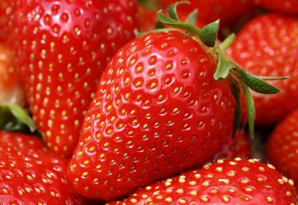 Momentan ist Erdbeersaison.  | Foto: Roland Weihrauch (dpa)