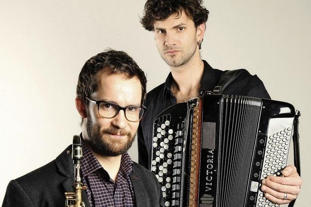 Emile Parisien (Saxophon) und Vincent Peirani (Akkordeon) gestalten mit dem Orchetser El Afronte Tango Nacht in Basel