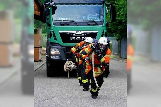 Beim Feuerwehrhock zeigen Wehrleute Kraft, Ausdauer und Geschicklichkeit