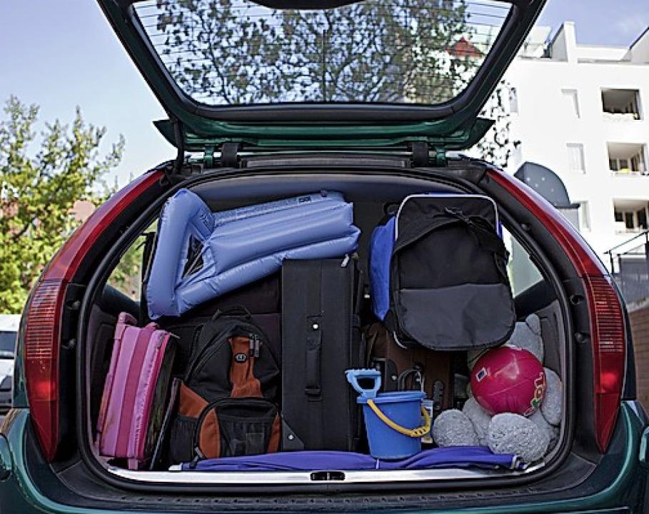 Für den Urlaub muss das Auto viel einstecken.     Foto: Silvia Marks (dpa)