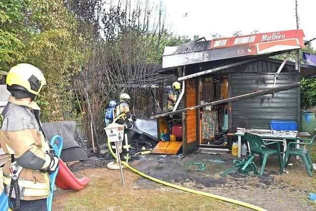 Gartenhütte brennt in Grenzach-Wyhlen ab